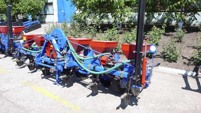cumpără Plantator pneumatice de precizie tip SPP este destinat pentru însămânţare precisă de băgate culturi punctată mod
