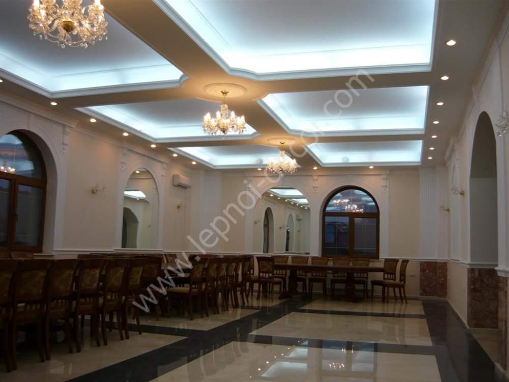 Навесной потолок с декором
