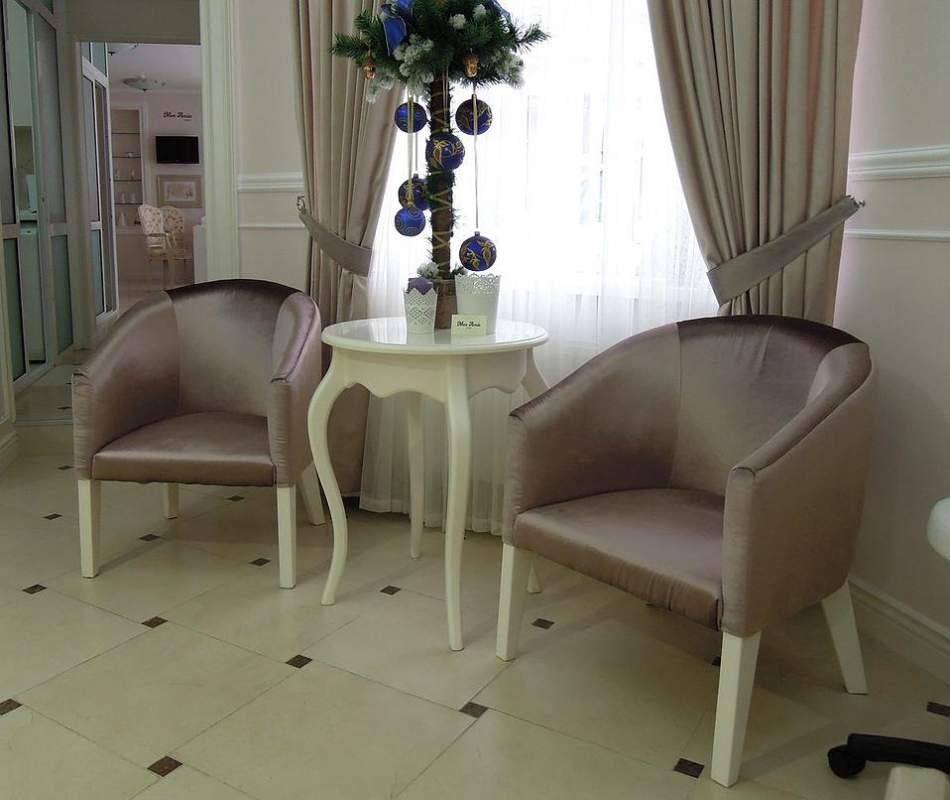 Buy Furniture for beauty shop