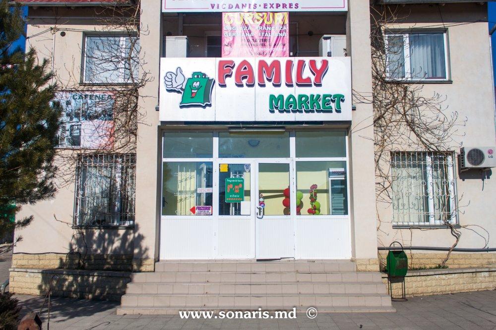 Купить Печатная продукция Litere volumetrice Family Market с внутренней подсветкой и баннер на металлокаркасе