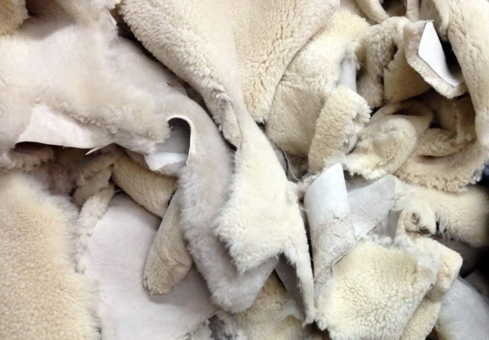 Купить Шкуры сырье овечьи экспорт -Каракуль