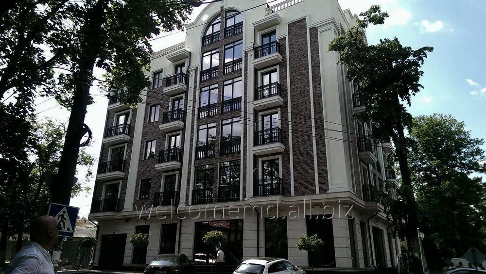 Купить Сдается квартира в доме комфорт класса в самом центре Кишинева. 120 кв.м.