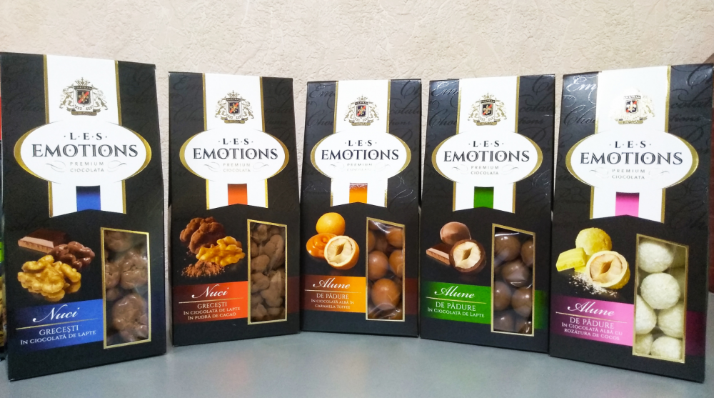 Premium Ciocolata  Les Emotions: Фундук в белом шоколаде с хрустящей корочкой со вкусом ириски Alune de padure in ciocolata alba cu crusta crocanta cu aroma de toffee