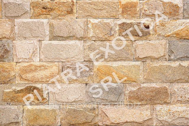 Камень натуральный облицовочный 10см скол цвет: Карамель