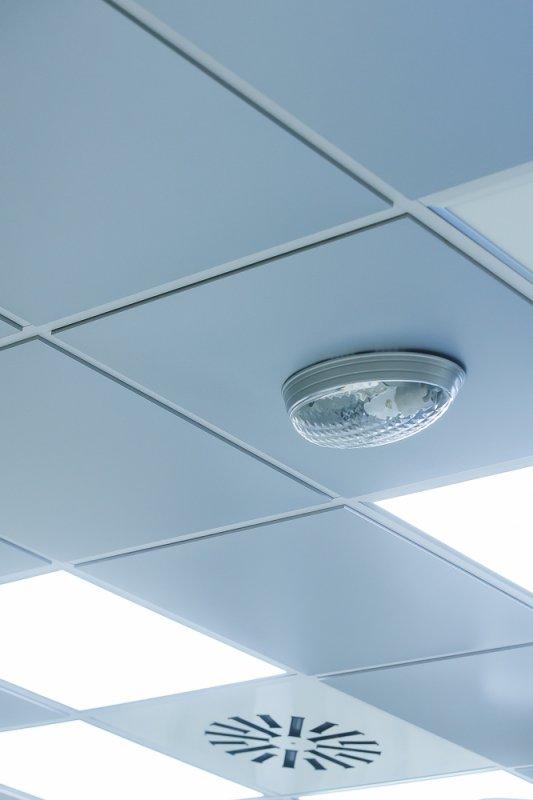 Алюминиевые кассетные потолки открытая система