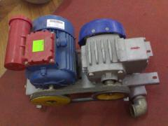 Vacuum installations for milking machines