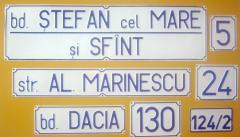 Табличка с рельефным написанием наименований улиц,