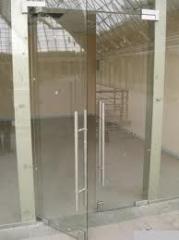 Szklane drzwi wejściowe w Mołdawii