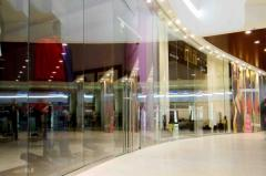 Glass partition for shopping centers