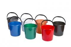 Round bucket with the plastic handle