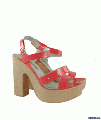 Varnish sandals from BATISTRADA coral