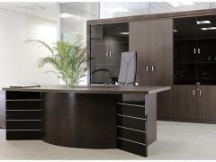 Мебель для кабинета начальника в темных тонах