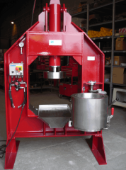 Press for a nut oil of Sommier