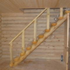 Лестница  деревянная для дачного домика