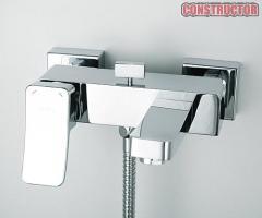 The Aller No. 1061 mixer for a bathtub with a