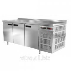 Table refrigerating with three doors