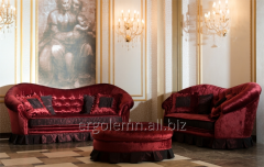 Soft sofas and padded stool of Ergolemn Dolce Vita