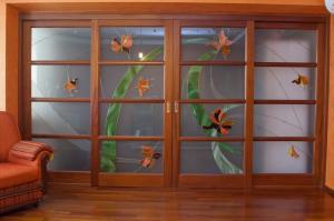 Sliding doors from the massif of mahogany