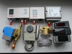 Controllers of temperature and humidity
