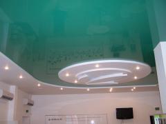 Натяжной потолок в зале 1