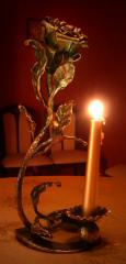 Кованые аксессуары (кованые мостики, беседки, флюгеры, качели, этажерки, подсвечники, вазы, цветочницы, сувениры и другие изделия)