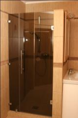 Doors for shower cabins from the tempered glass