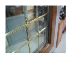 Ferestre cu décor interior auriu