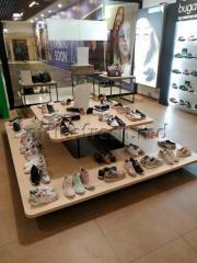 Мебель торговая  для обувного магазина
