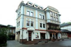 Кафе-Бар на улице Банулеску Бодони