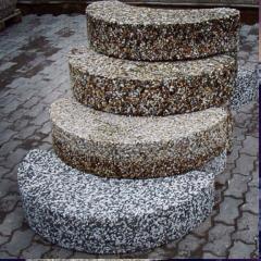Ступени и монолитные лестницы с поверхностью из натурального камня 1