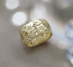 Wide ring (10 mm) from gold with diamonds.