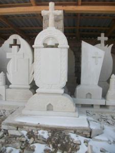 Monumente, restigniri din piatra naturala