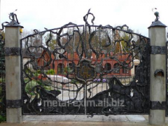 Semi-antique gate in Chisina