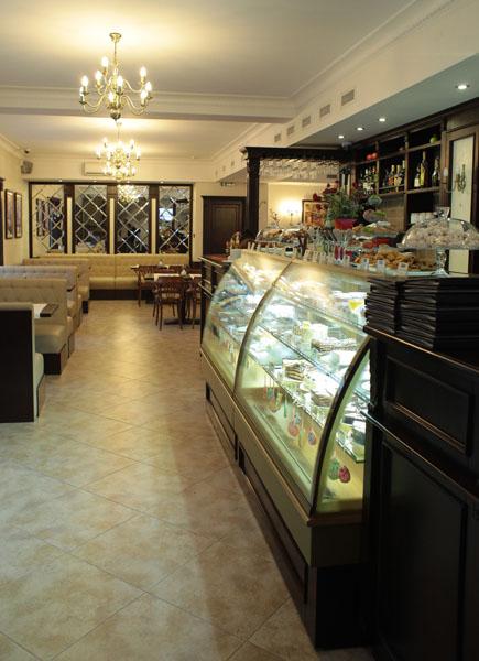 kafe_bar_na_ulicze_banulesku_bodoni