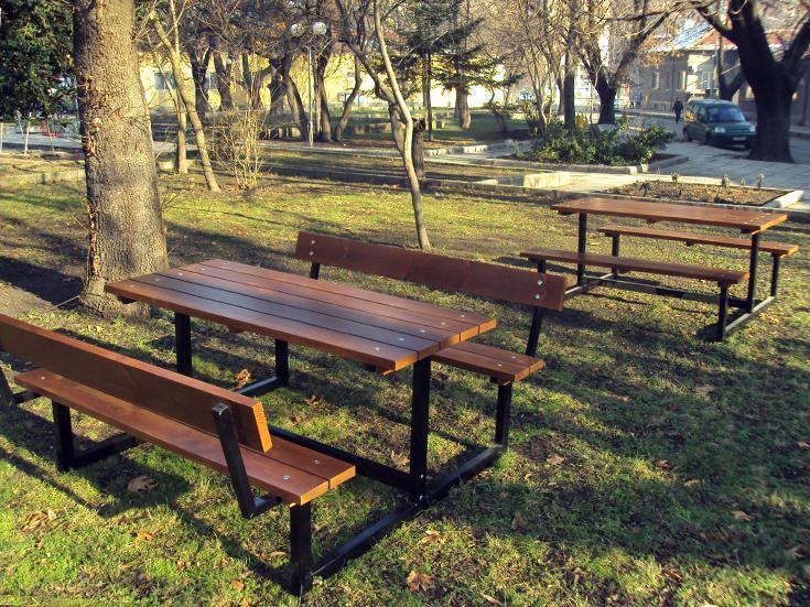 stol_so_skamejkami_model_p28