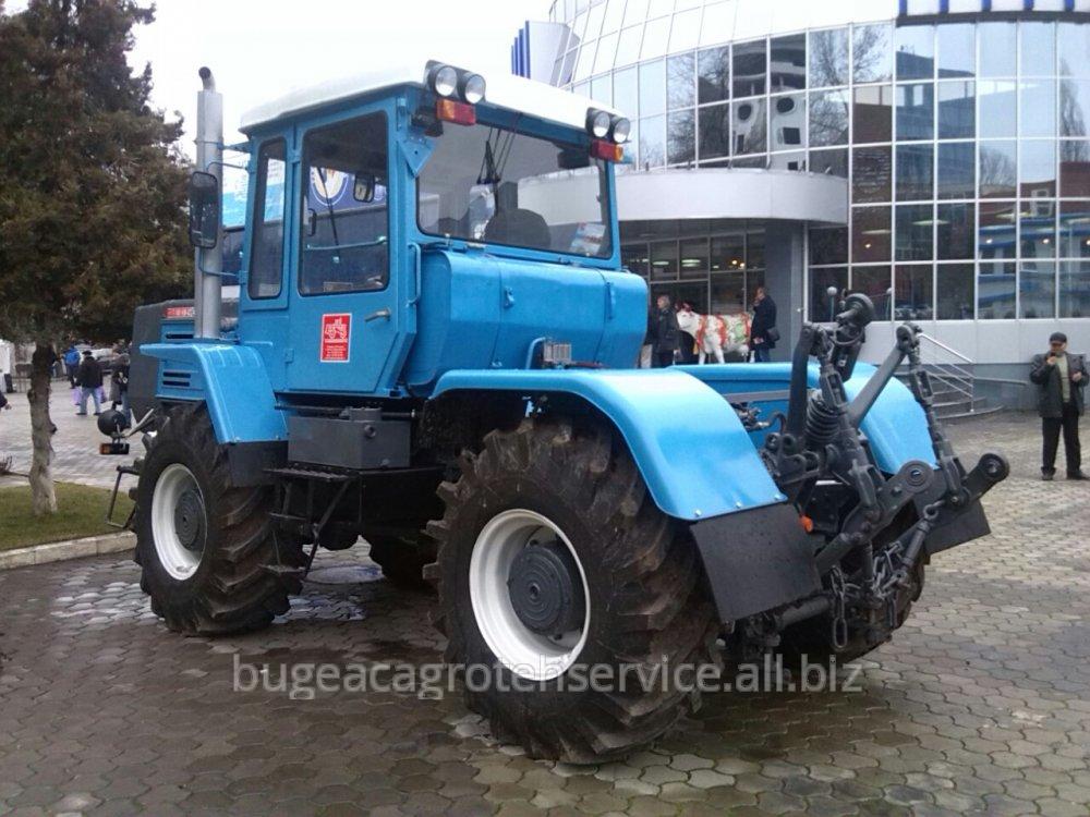 traktor_t_180km_1