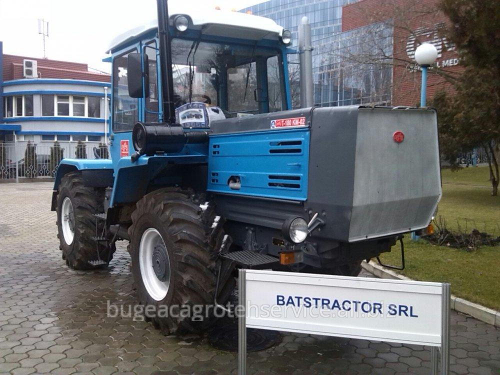 traktor-t-180km-01
