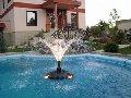 Частный бассейн с фонтаном
