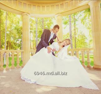 Dansul mirilor in Chisinau. Первый свадебный танец жениха и невесты в Кишиневе.