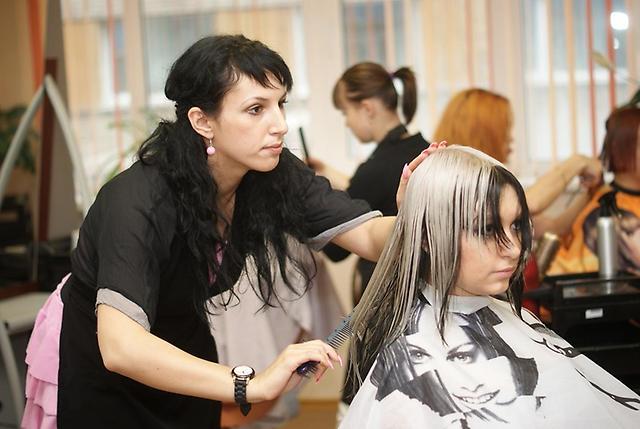 Заказать Парикмахер стилист, курсы в Молдове