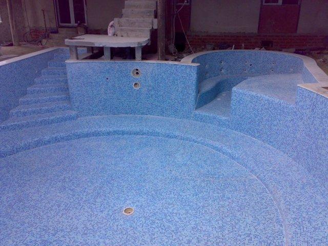 Заказать Строительство скиммерных железобетонных бассейнов с отделкой мозаикой