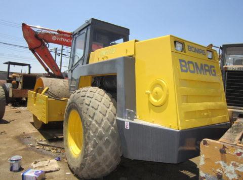 Comanda Închiriere rolă pentru sol BOMAG 217 (18 tone)