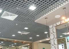 Монтаж потолков грилято