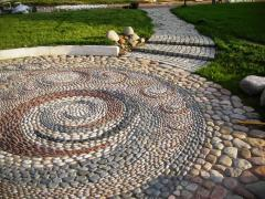 Creation of mosaic drawings from pebble in a