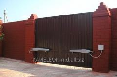 Fences and barriers construction and installation