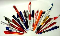 Нанесение логотипов на ручки от рекламного агентства Lucky Star.